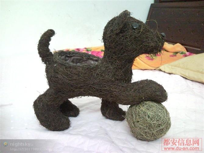 手工动物是由竹藤编织而成的